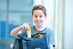 Pino Wyss (11): «Ich freue mich auf die Oberstufe, weil ich da neue Freunde finden kann und es ein neues Schulhaus mit neuen Lehrern sein wird. Das wird sicher speziell, aber das mag ich.» (Bild: Dominik Wunderli (Neue LZ))