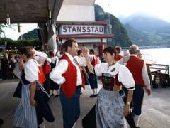 Die Trachtentanzgruppe aus Baar sorgte mit ihren Tänzen bei der Schifflände an der 1.-August-Feier in Stansstad für gute Stimmung. (Bild: Kurt Liembd / Neue NZ)