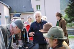 Regisseur Livio Andreina gibt Anweisungen. (Bild: Urs Hanhart / Neue UZ)