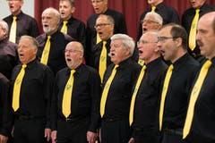 Der Männerchor Sursee singt im Schulhaus Kirchbühl 2. (Bild: Roger Zbinden (Neue NZ))