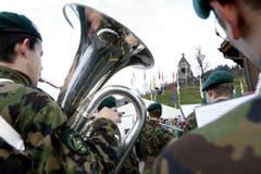 Die Militärmusik sorgt für Stimmung. (Bild: Werner Schelbert / Neue ZZ)