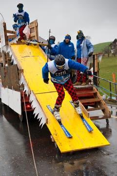 Gonduwaud Rain mit dem Motto Globi der Wintersportler. (Bild: Boris Bürgisser / Neue LZ)