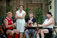 Jöggu Rey (als Rolf Unger), Andrea Garcia (als Rosa Unger), Marcel von Niederhäusern (als Sepp Stalder) und Eugen Burkhard (als Karl Sieber, von links). (Bild: Pius Amrein / Neue LZ)