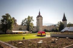 Die Museggmauer ist in mehr als zehn Jahren sollständig saniert worden. Hier der Wacvhtturm und der Luegislanddtum (rechts) (Bild: Roger Gruetter / Neue LZ)