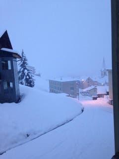 23cm Schnee in Realp (Bild: Leserin Annemarie Indergand-Simmen)