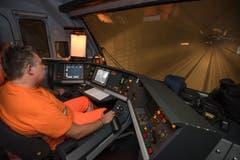 Bis am 31. Mai 2016 sind rund 5000 Testfahrten geplant. Die Züge fahren mit bis zu 275 Stundenkilometern durch den längsten Tunnel der Welt. (16.10.2015). (Bild: Alptransit Gotthard AG)