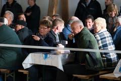 Gemütliches Beisammensein auf dem Stierenmarktareal. (Bild: Roger Zbinden / Neue ZZ)