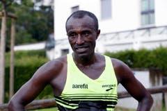 Chengere Tolossa freut sich über seinen Sieg. (Bild: Werner Schelbert (Neue ZZ))