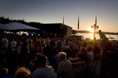 Sommerliche Stimmung n der 1. August-Feier in Zug am See (Bild: Maria Schmid / Neue ZZ)
