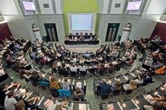 Die zweite Luzerner Jugendsession tagte im Saal des Luzernwer Grossen Rats. (Bild: Pius Amrein / Neue LZ)