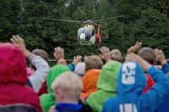 Die Stars landen mit dem Helikopter in Hochdorf. (Bild: Pius Amrein / Neue LZ)