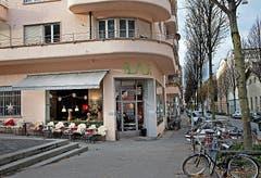 Piccolino Die Café-Bar an der Klosterstrasse 12 (ehemals «Meridiani ») bietet mit Selbstbedienung diverse Snacks, Kaffee und ein erlesenes Weinangebot. Edda Steinmann wirtet dort seit Oktober. Öffnungszeiten: Montag bis Samstag 7.30 bis 0.30 Uhr. (Bild: Eveline Beerkircher / Neue LZ)