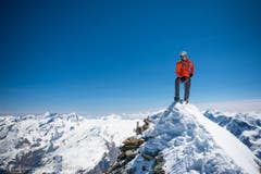 Auf dem Gipfel angekommen: Dani Arnold. (Bild: Christian Gisi)