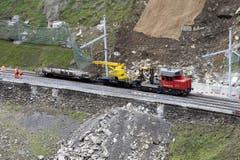 Die Gotthard-Eisenbahnlinie ist seit Sonntagnachmittag für den Güterverkehr wieder offen. (Bild: Keystone)