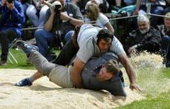Betschart Torsten (unten) gewinnt gegen Imfeld Peter. (Bild: Keystone)