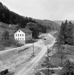 Hier bahnt sich im Mai 1954 eine Strasse an. (Bild: KEYSTONE/PHOTOPRESS-ARCHIV/Jules Vogt)