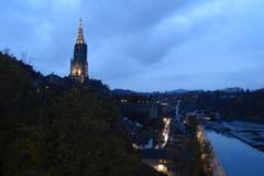 Bern am Abend, mit dem Berner Münster. (Bild: Bruno Ringgenberg)