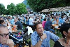 Das Publikum beim Bundesfeier-Anlass in der Gemeinde Oberdorf. (Bild: Rosmarie Berlinger / Neue NZ)