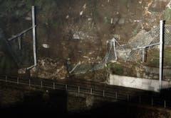 Ein Steinschlag hat am 14. November bei Gurtnellen die Gotthard-Eisenbahnstrecke unterbrochen. (Bild: Keystone)
