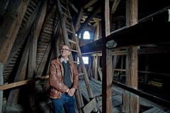 Kantonsarchäologe Jürg Manser im Luegislandturm. (Bild: Pius Amrein / Neue LZ)