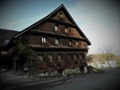 """""""Wer das Alte zerstört, ist des Neuen nicht wert"""" ! Mit grosser Liebe wurde dieses wunderschöne """"Oberwil-Heimetli"""" geschmückt. (Bild: Margrith Imhof-Röthlin)"""