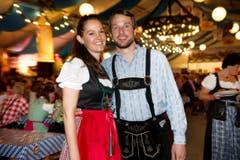 Lozärner Oktoberfest am 11. September 2004 beim Eiszentrum Luzern. Im Bild Martina Keiser und Reto Bussmann. (Bild: Corinne Glanzmann)