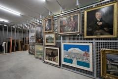 Ein Einblick in das Gebäude. Zu sehen ist einer der Lagerräume. (Bild: Pius Amrein (Neue LZ))