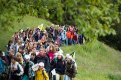 Schulkinder aus sämtlichen Kantonen der Schweiz marschierten aufs Rütli. (Bild: Keystone / Urs Flüeler)