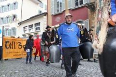Der «Tryychler»-Verein Bürglen unterstützte die Theaterleute von «Tell/Zahhak» bei ihrem Einzug in Altdorf. (Bild: Florian Arnold / Neue UZ)