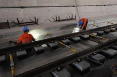 Die Schienen sind verlegt. Jetzt kann die Fahrbahn betoniert werden. (Bild: Urs Hanhart/Neue UZ)