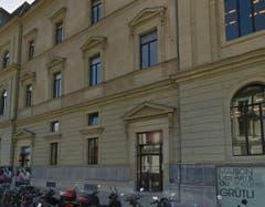 In Genf besetzten letzten Sommer alleinstehende Asylsuchende das Kulturzentrum Grütli in der Genfer Innenstadt. Dies aus Protest, weil sie das Asylzentrum Foyer des Tattes in Vernier verlassen mussten, um Platz für Familien zu machen. Sie sollten in Zivilschutzbunkern untergebracht werden. (Bild: Google Street View)