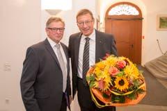Freudentag für die beiden Gewählten: Ständerat Isidor Baumann (CVP, links) und sein neuer Begleiter nach Bern, Josef Dittli (FDP). (Bild: Keystone/Urs Flüeler)