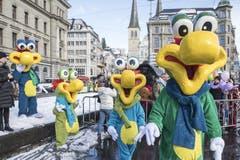 Eine Gruppe Fasnachts-Kreaturen beim traditionellen Wey-Umzug am Güdismontag in der Stadt Luzern. (Bild: Urs Flüeler/Keystone (Luzern, 12. Februar 2018))