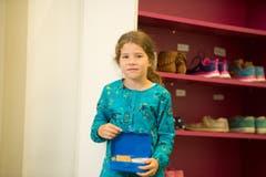 Maurine auf der Mauer (8): «Ich freue mich daruaf, dass wir jetzt Noten haben und auf die neue Lehrerin.» (Bild: Dominik Wunderli (Neue LZ))