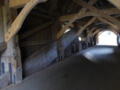 Alte Zimmermannskunst. Nach der Fertigstellung der neuen Brücke ist die alte Hergiswaldbrücke wieder in den urprünglichen Stand zurückgebaut worden (Bild: Hans Scheidegger)