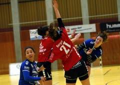 Am Ball: Sybille Scherer. (Bild: Werner Schelbert / Zuger Zeitung)