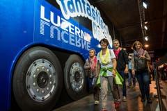 Ein überdimensionaler Bus wartet auf die Olma-Besucher. (Bild: Philipp Schmidli)