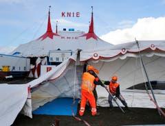 Die Aufbauarbeiten des Circus Knie auf dem Stierenmarktareal (Bild: Stefan Kaiser)