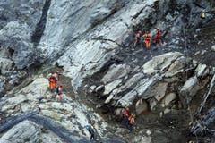 Bereits das dritte Mal in rund einem Jahr sind Gesteinsbrocken an derselben Stelle ins Tal gedonnert. (Bild: Keystone)