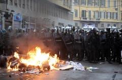 Hunderte von Aktivisten demonstrierten gegen die Expo Milan. Als Polizei und Demonstranten aneinander gerieten, eskalierte die Situation. (Bild: MASSIMO PERCOSSI)