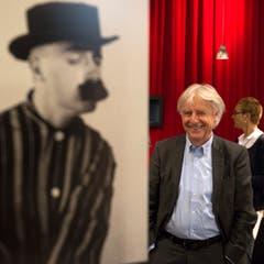 Emil Steinberger posiert vor einer seiner Figuren. (Bild: Keystone)
