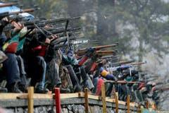 Die Gewehre sind angelegt. (Bild: Keystone)