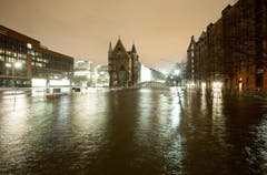 Speicherstadt in Hamburg ist unter Wasser. (Bild: Keystone)