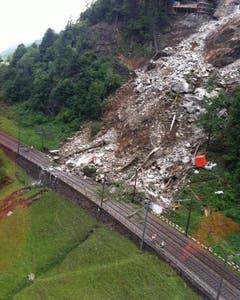 Das Gleis der Gotthardstrecke wurde verschüttet. Die Linie bleibt mehrere Tage gesperrt. (Bild: SBB)