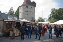 Statt ein Park- findet sich hier momentan ein Marktplatz. (Bild: Maria Schmid / Neue ZZ)