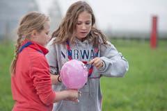 Rasieren, ohne den Ballon zu zerstören. (Bild: Pius Amrein / Neue LZ)