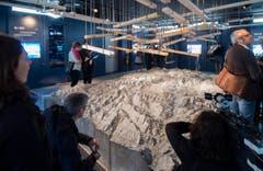 Die Ausstellung zum Gotthardmassiv zieht viele Besucher an. (Bild: SAMUEL GOLAY/TI-PRESS)