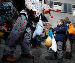 Lieber verschreckt er Kinder, um sie nachher mit Süssem zu trösten. (Bild: Stefan Kaiser / Neue ZZ)