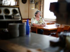 Das Restaurant Grütli ist eine der letzten Beizen die es in Cham noch gibt. Nun hört die Wirtin Theres Köpfli auf. Stefan Kaiser (Neue ZZ) (Bild: Stefan Kaiser / Neue ZZ)