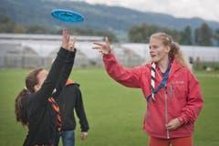 Frisbee ist bei den Jugendlichen sehr gefragt. (Bild: Pius Amrein / Neue LZ)